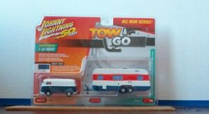 Johnny Lightning 1:64 Tow & Go 1965 VW Type 2 Transporter with House Trailer