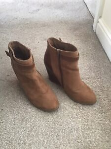PULL&BEAR beige/ sand leather/ suede ankle Boots/ Shoes  UK 7 EUR 41