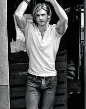 Chris Hemsworth UNSIGNED photo - B168 - HANDSOME!!!!!