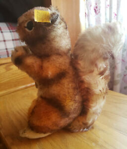 Vintage Steiff Perri Brown Squirrel with Nut Chest and Ear tags, Medium Size