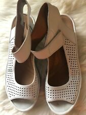 clarks collection soft cushion sandals Size 8.5 UK 6 EU 39.5 White Ankle Strap