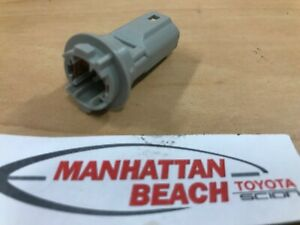 GENUINE TOYOTA REAR LICENSE PLATE BULB SOCKET CONNECTOR 90075-99011