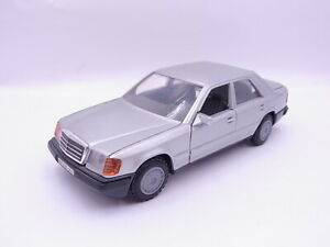 90784 Cursor 1064 Mercedes Benz 200D/300E (W 124) Siber Modèle 1:3 5
