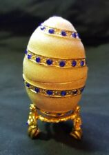 BEAUTIFUL GLITTER ENAMEL & BLUE DIAMANTÉ HINGED EGG TRINKET BOX WITH STAND