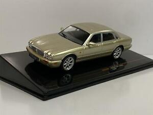 Jaguar XJ8 X308 1998 Gold 1:43 Scale IXO CLC346N
