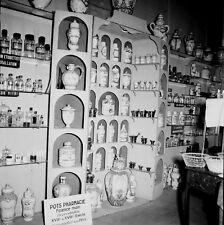PARIS c. 1958 - Pots à Pharmacie anciens Exposition - Négatif 6 x 6 - P 228