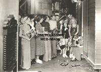 1932 JOAN CRAWFORD & FANS WAIT SIGNING AUTOGRAPH STAGE DOOR MGM MOVIE 5X7 PHOTO