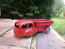 JEP camion benne rouge tout en métal, très bon état longueur 9,5 cm X 3,5 cm