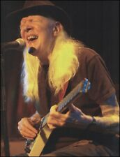 Johnny Winter with his Erlewine Lazer headless guitar 8 x 11 pin-up photo print