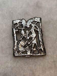 Vintage Brooch Pendant 1970s 1980s Filigree Metal Art Nouveau Silver Coloured