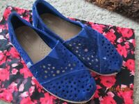 Toms Classics Fancy Blue Suede Women's Slip On, Loafers, Flats, Shoes 6.5