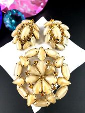 GORGEOUS GOLD-TONE PEARLIZED MOONGLOW AMBER RHINESTONE BROOCH CLIP EARRINGS SET