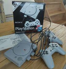 Sony PlayStation Classic mini Konsole - 2 Controller und 20 Spiele neuwertig