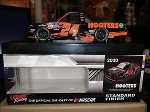 CHASE ELLIOTT 2020 HOOTERS #24 CHEVY SILVERADO TRUCK 1/24 ACTION DIECAST IN HAND