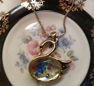 Necklace filled crystal swan