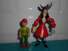 17.10.8.8 Lot 2 Figurines Peter Pan et capitaine crochet Disney