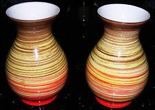 Studio ceramica-dipinte a mano-coppia di vasi decorativi di qualità. marchio alla base.