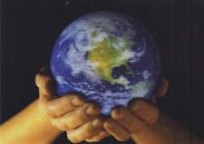 3 -D - Ansichtskarte: die Erde in unseren Händen - The Earth in our Hands
