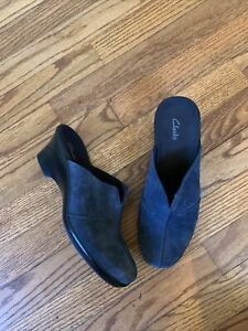 CLARKS Blue Suede Nubuck Leather Mules Clogs Slip Ons Womens Size 8 M