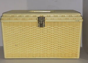 1960's Wilson Wil-Hold Plastic Basket Weave Craft Sewing Box w/2 Removable Trays