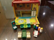 VINTAGE 1976 FISHER-PRICE  CHILDREN'S HOSPITAL 12 Pieces Plus Hospital