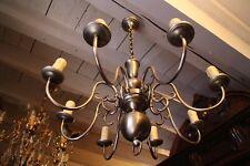 Grand lustre en métal brossé de style hollandais à 8 feux
