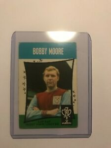 Bobby Moore - West Ham United - A&BC Black back 1967  card #11