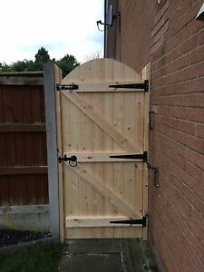 WOODEN GARDEN GATE!! HEAVY DUTY GARDEN GATE! FREE T HINGES & TOP BOLT