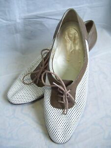 WOMENS VINTAGE 1940's STYLE LACE UP SHOES. SIZE UK 6