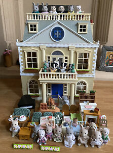 Sylvanian Families Grand Hotel Bundle With Figures Furniture Accessories