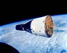 GEMINI 7 SPACECRAFT AS SEEN FROM GEMINI 6 - 8X10 NASA PHOTO (EP-799)