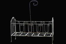 Lit d'enfant en fer forgé et sa barre pour ciel de lit, d'époque XIX ème siècle.