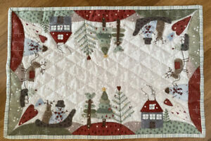 Lynette Anderson Festive Floor Table Topper pattern, fabrics, threads