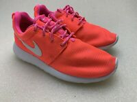 Nike 599729-609 Girls Roshe One Hyper Pink 4Y Good Condition Free Shipping