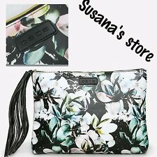 NWT bebe Magnolia Frost Clutch, bebe-exclusive print, sure t turn heads!!