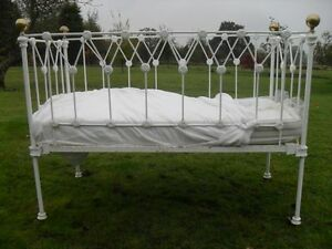 Victorian painted iron and brass child's cot bed with mattress (ref 1031)