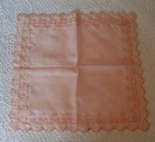 Jolie pochette mouchoir en soie rose festons broderie et jours