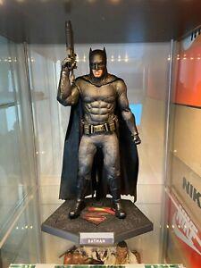 Hot Toys - Batman (Batman v Superman: Dawn of Justice) MMS342 - 1/6 Scale