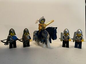 Lego Kingdom Castle Crown Knights Lot Of 5 Minifigures w/horse and gear!