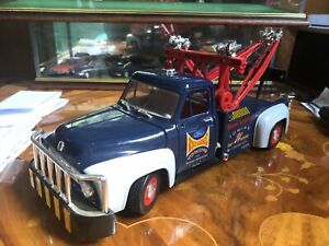 1/18 SCALE ROAD LEGENDS FORD F100 TOW TRUCK Breakdown Recovery