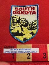 President MOUNT RUSHMORE South Dakota Tourist Patch Red Type Blue Border C63C