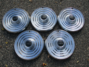Lot of 5 factory 1969 Pontiac Bonneville Catalina 15 inch hubcaps wheel covers