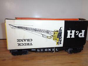 LIONEL O GAUGE # 6828 FLATCAR W/  P & H HARNISCHFEGER CRANE AND BOXES