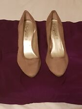 BNWOT NEW Look Tacón Zapatos Talla 6