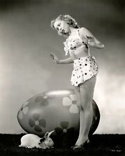 WW2  Photo WWII Easter Bunny Pinup Girl Calender Starlet  World War Two / 1650