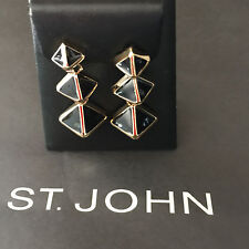 NEW ST JOHN KNIT WOMENS DESIGNER JEWELRY EARRINGS BLACK &  GOLD COLOR PYRAMIDS
