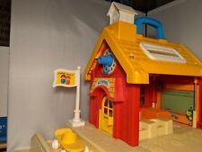 Vintage Fisher-Price Little People #2550 School house playset