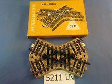 EE 5211 LN Marklin HO Crossing 48.5 Degree Xing 3rd Rails Isolated with OBX