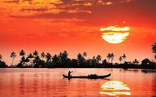 Encadrée Imprimer-Coucher de soleil rouge incroyable sur une grande rivière cambodgien (photo poster