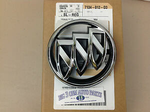 Buick Lacrosse / Allure Front Grille Chrome EMBLEM W/ BRACKET new OEM 20845245